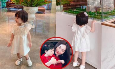 Đặng Thu Thảo khoe ảnh con gái đi xem nhà ba bán, dân mạng nhận xét: 'Sophie lớn nhanh quá'