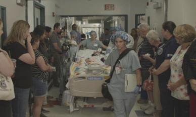 Clip cảm động: Dòng người xót thương tiễn biệt cô bé 10 tuổi hiến tạng cứu 6 người