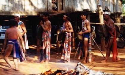 Rợn người những hủ tục phạt 'gian phu dâm phụ' chỉ có ở Việt Nam