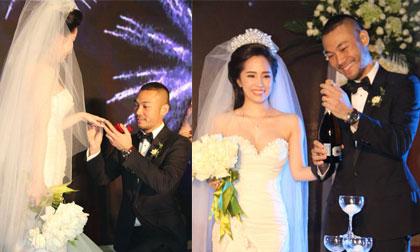 Doãn Tuấn quỳ gối trao nhẫn cưới cho cô dâu Quỳnh Nga