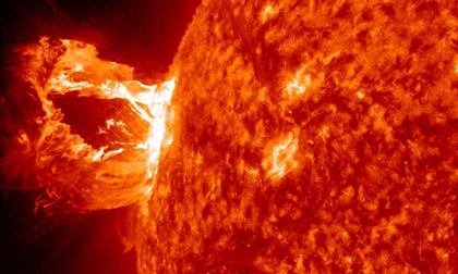 Chiêm ngưỡng hình ảnh mới nhất về siêu bão Mặt trời