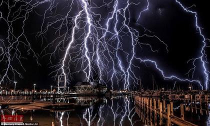 Chiêm ngưỡng khoảnh khắc độc về những cơn bão