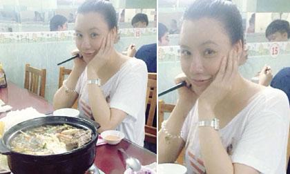 Hồ Quỳnh Hương tự tin khoe mặt mộc tươi tắn ngồi ăn chay