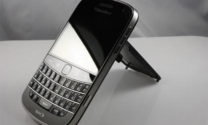 Người tiêu dùng 'sốc' với Blackberry 9930 giá 2,3 triệu đồng