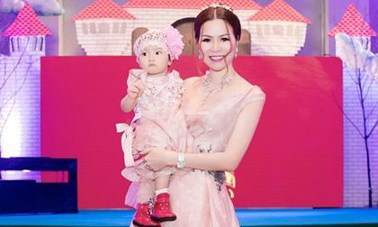 Hoa hậu Bùi Thị Hà chi 2 tỷ tổ chức tiệc thôi nôi cho con gái