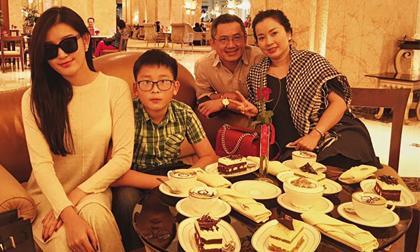 Á hậu Huyền My ăn bánh dát vàng, uống cà phê phủ vàng ở Dubai