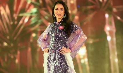 Thí sinh Hoa hậu Việt Nam đội mưa tổng duyệt trong đêm Chung khảo phía Bắc