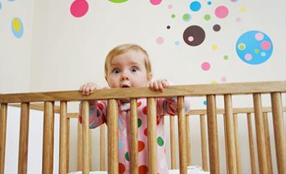 Vì sao nên để trẻ ngủ trong cũi đến khi 3 tuổi?