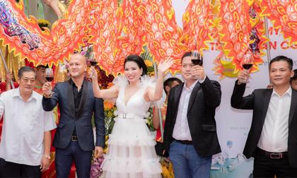 Náo loạn ngày CEO Cao Thị Thùy Dung khai trương nhà máy Happy Secret