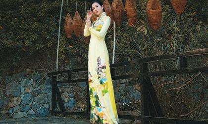 Á hậu Cao Mộng Thu Huyền dịu dàng huyền ảo trong tà áo dài Việt Hùng