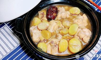 Chỉ với nồi súp gà nấu hạt dẻ như thế này, cả gia đình sẽ giữ dáng, đẹp da trông thấy