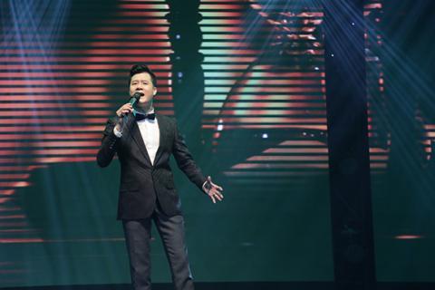 Hồng Nhung phấn khích lao xuống sân khấu hát cùng khán giả Hong-nhung-phan-lao-xuong-san-khau-hat-cung-khan-gia008-ngoisao.vn