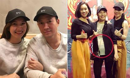 Bà xã Tiến Đạt 'vác' bụng bầu 5 tháng đi xem chương trình có sự góp mặt của chồng