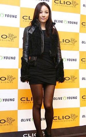 Lee Hyori,Kpop,bị tẩy chay,áo da