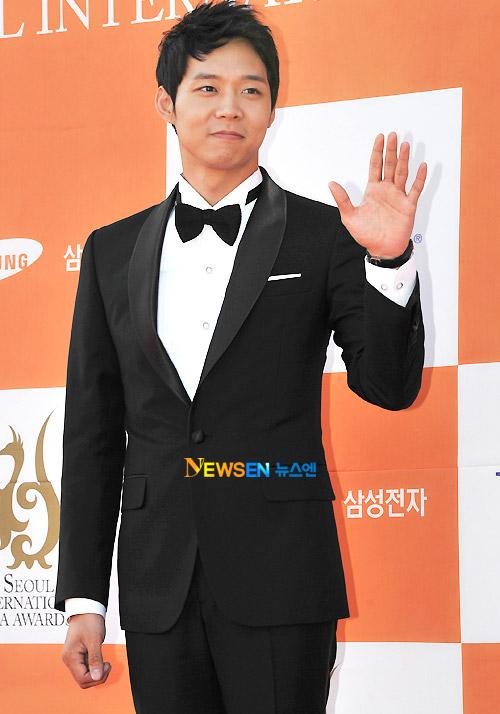 Thảm đỏ Seoul, Thời trang sao Hàn, Hwang Seon Hee, Seo Ji Hye, Min Hyo Ri, Váy dạ hội