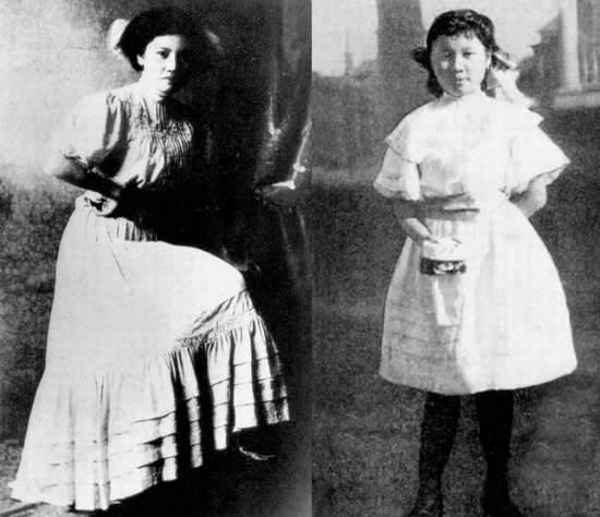 Hai chị em, Tống Khánh Linh (trái) và Tống Mỹ Linh (phải) diện trang phục kiểu phương Tây.