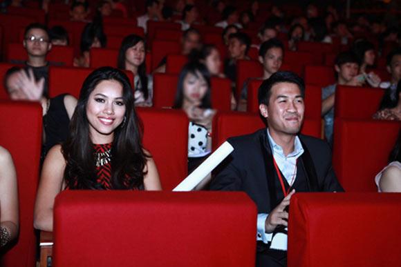 Cận cảnh Hoàng My và em chồng Hà Tăng giống nhau như tạc
