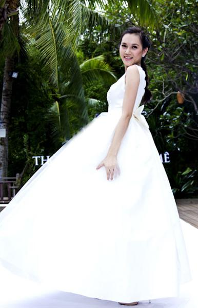 Ngọc Thạch trong một bộ hình thời trang cưới