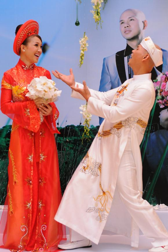 Cùng là ca sĩ và thường xuyên biểu diễn cùng nhau trên các sân khấu nên Phan Đinh Tùng và Thái Ngọc Bích rất ăn ý dù