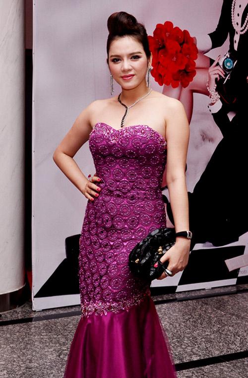 tím biếc,váy,showbiz Việt,quý cô,người đẹp,chân dài,sao Việt
