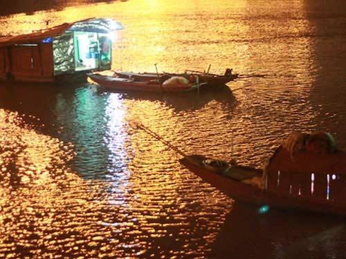 Xuyên đêm tìm xác chị Huyền dưới chân cầu Thanh Trì - 3