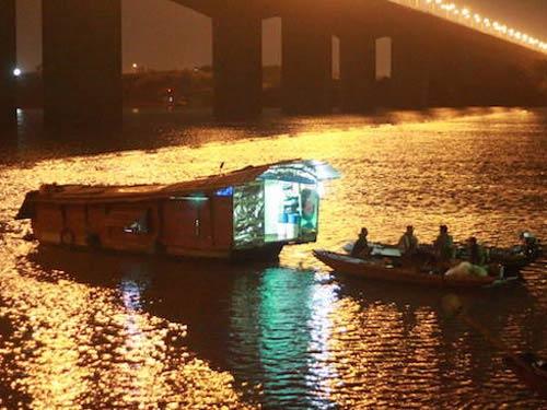 Xuyên đêm tìm xác chị Huyền dưới chân cầu Thanh Trì - 4