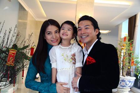 Gia đình hạnh phúc của Trần Bảo Sơn và Trương Ngọc Ánh