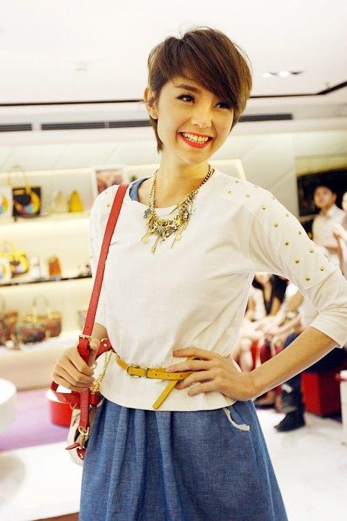 Phong cách mới lạ của Minh Hằng được nhiều fan yêu thích, ủng hộ