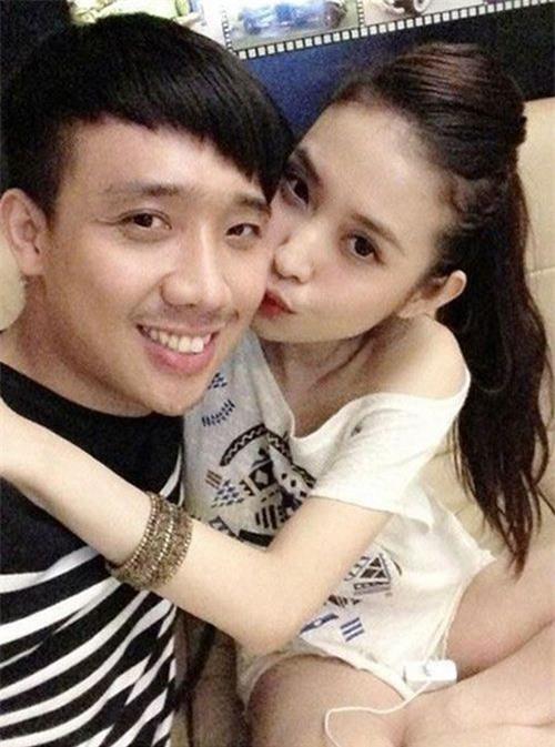 http://2sao.vietnamnetjsc.vn/2013/08/16/10/01/ban-gai-hot-girl-cua-tran-thanh-khoe-nha-dep-lung-linh_1.jpg