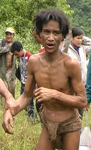 Phát hiện 2 cha con 'người rừng' sống trên cây tại Việt Nam 1