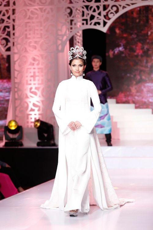 Trương Thị May,Hoa hậu Hoàn vũ 2013,Á hậu Hoàng My,Miss Universe 2013