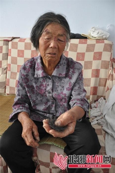 Bất hiếu,Mâu thuẫn gia đình,Cháu đánh bà nội