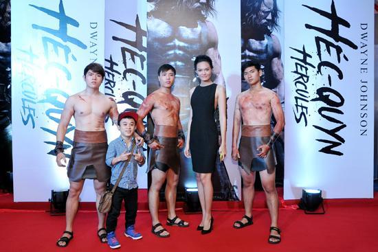 Thanh Thảo, Tần Xuân Tiến, cặp đũa lệch, nàng siêu mẫu chàng tí hon, ra mắt phim Hercules