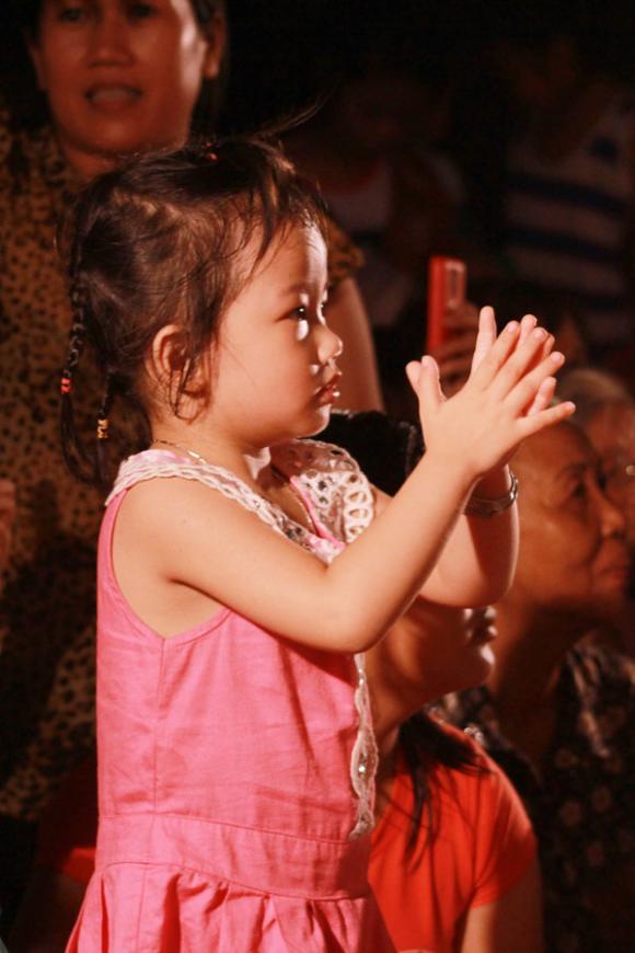sao Việt, MiA, học trò Ngô Thanh Vân, Gương mặt thân quen, người tình tin đồn Hoài Lâm, MiA hôn mẹ, Vương Khang, Sỹ Luân, Yến Trang