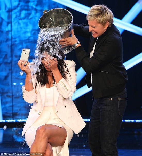 Kim Kardashian, Kim bị dội nước, Kim dội nước vẫn