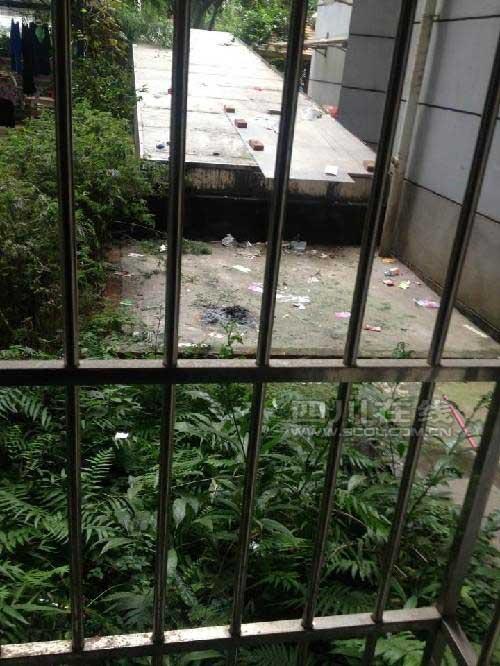 Tự tử,nữ sinh tự tử,bị mẹ thu điện thoại, nữ sinh 13 tuổi tự tử từ tầng 11
