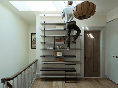 Tủ cầu thang 'cứu cánh' cho nhà nhỏ hẹp - 1