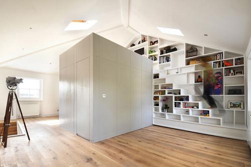 Tủ cầu thang 'cứu cánh' cho nhà nhỏ hẹp - 5