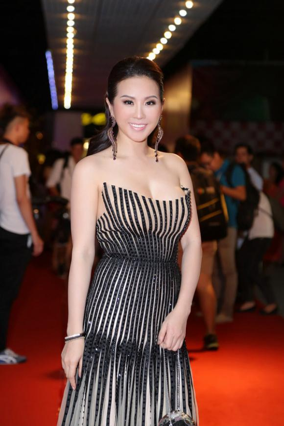 sao Việt, Hoa hậu phu nhân thế giới người Việt 2012, Hoa hậu Thu Hoài, Hoa hậu Thu Hoài gợi cảm, NTK Công Trí