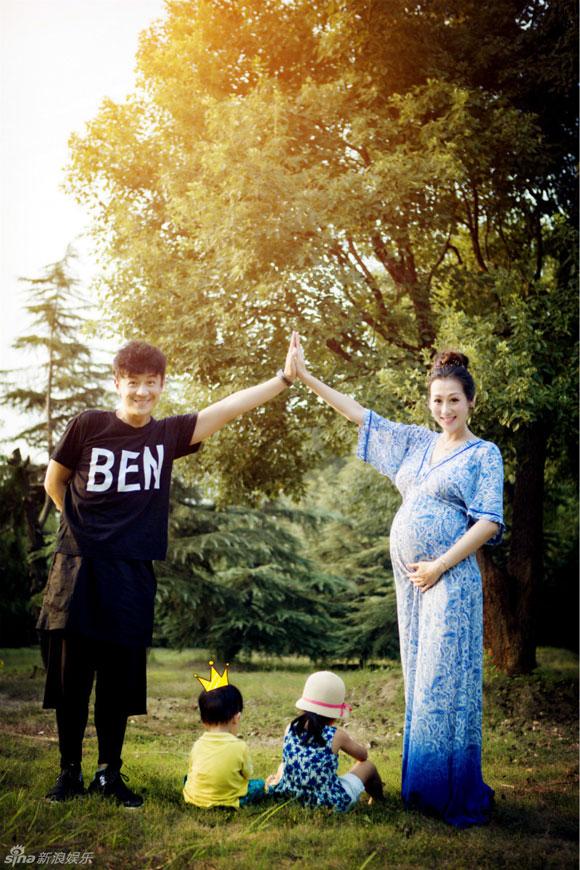 Trần Hạo Dân,gia đình Trần Hạo Dân,bộ ảnh hạnh phúc của gia đình Trần Hạo Dân,sao Hoa ngữ,sao Thiên Long Bát Bộ