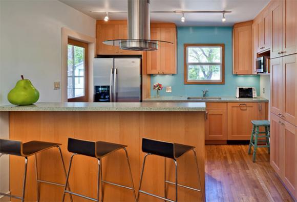 10 light blue backspalsh Cùng nhìn qua những mẫu kính tường bắt mắt cho phòng bếp