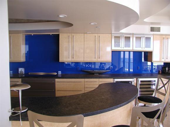 4 blue color backsplash Cùng nhìn qua những mẫu kính tường bắt mắt cho phòng bếp