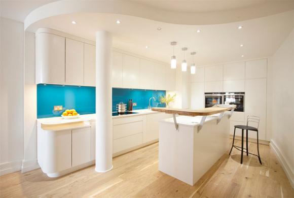 6 intense blue glass backsplash Cùng nhìn qua những mẫu kính tường bắt mắt cho phòng bếp