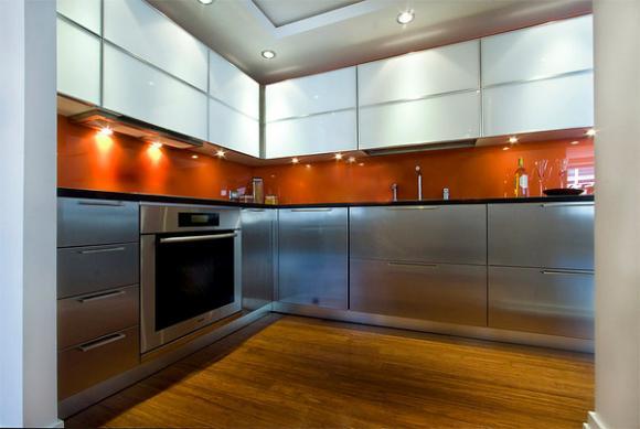 8 orange color backsplash Cùng nhìn qua những mẫu kính tường bắt mắt cho phòng bếp