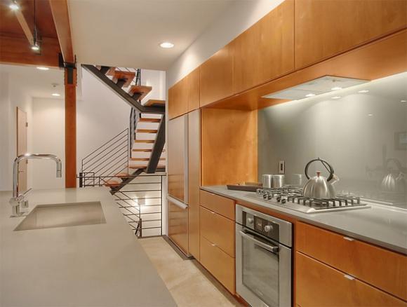 9 silver glass backsplash Cùng nhìn qua những mẫu kính tường bắt mắt cho phòng bếp