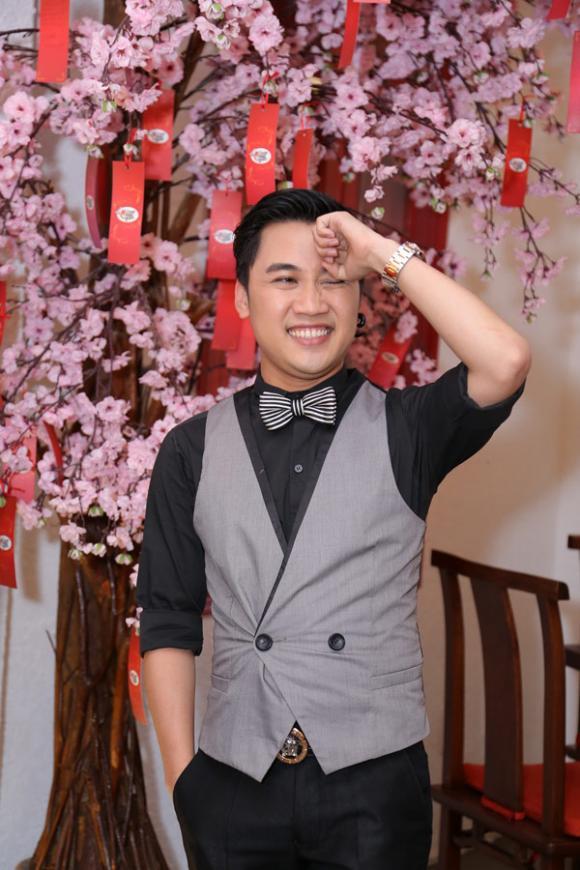 sao Việt, Don Nguyễn, Vua hát nhép, Don Nguyễn giả gái, Don Nguyễn giảm cân để đón sinh nhật, sao Việt dự sinh nhật Don Nguyễn