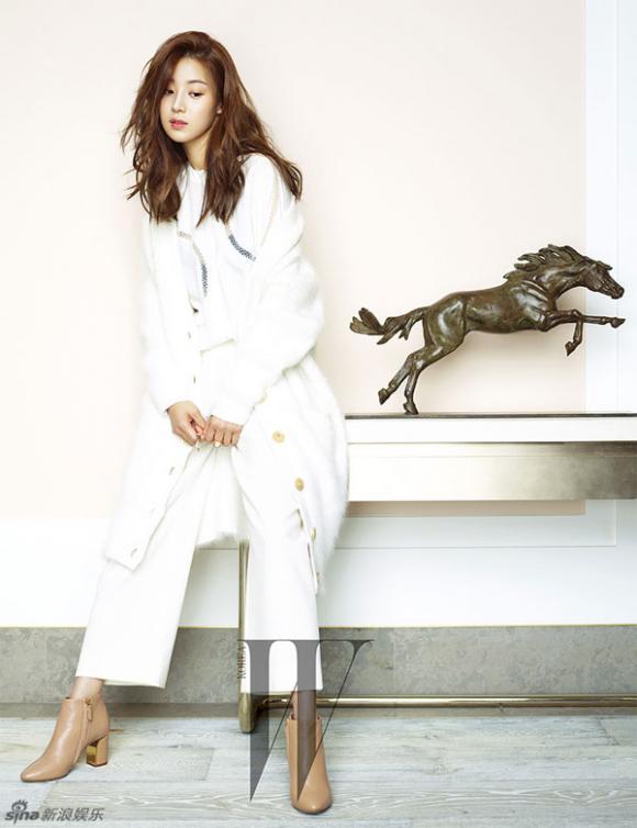 Han Ji Hye trên tạp chí,Han Ji Hye đẹp thanh lịch,sao hàn,Han Ji Hye chân vòng kiềng
