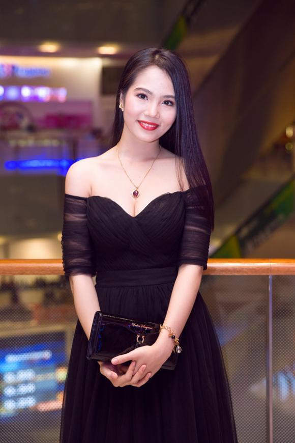 sao Việt, Dương Kim Ánh, Cuộc thi Sắc đẹp Việt Nam, Á hoàng Sắc đẹp Việt Nam, Dương Kim Ánh khoe vai trần gợi cảm