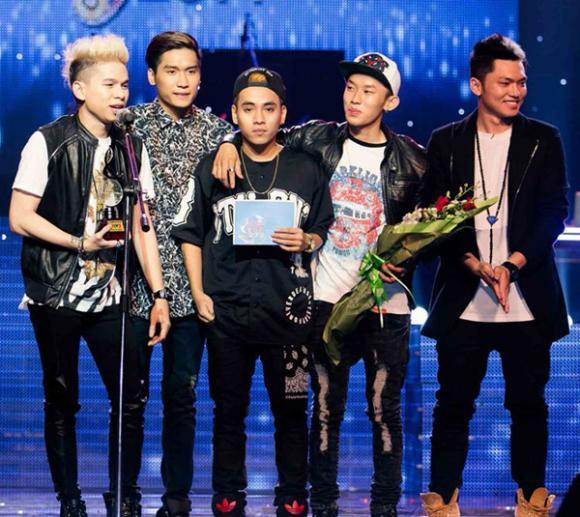 sao Việt, nhóm FB Boiz, FB Boiz giành giải Bài hát Việt, nhóm FB Boiz dính nghi án đạo nhạc, nhóm FB Boiz bị thu hồi giải thưởng, sao Việt dính nghi án đạo nhạc