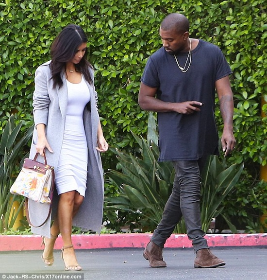 Kim Kardashian, Kim dùng túi con gái vẽ, Kim siêu vòng 3, con gái Kim, North West